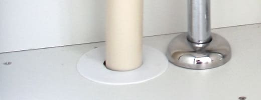 排水パイプと床(壁)の間から水漏れ